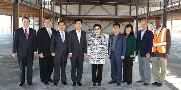 国際教育センター、ピースパレスの建設現場にて 3月6日2014年