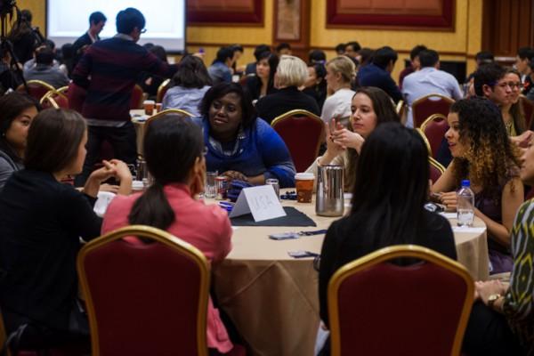 220657629언어와 문화의 벽을 넘어 통일가의 비전과 2세의 역할에 관해 진지하게 토론하는 참가자들