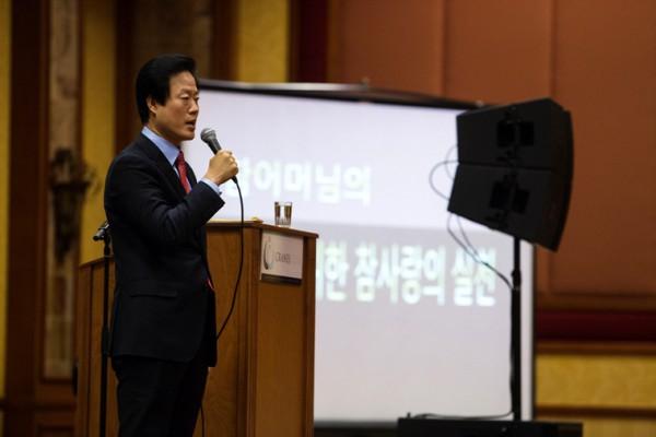 220657629크레인스 클럽 결성 대회에서 특강을 하는 세계본부 김만호 사무총장