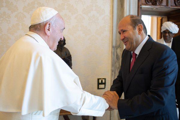 平和大使と会うローマ教皇