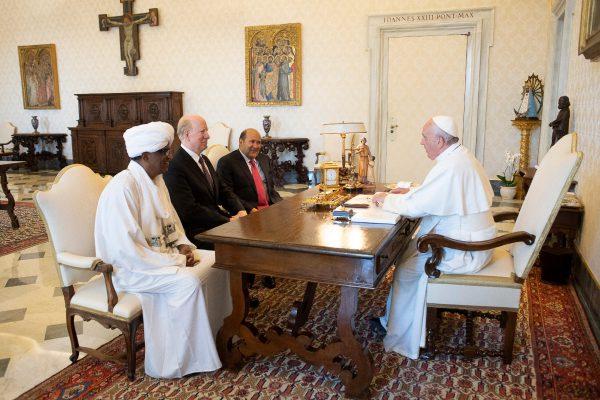 ローマ教皇と対談するUPF団