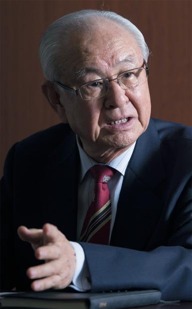 洪一植・初代委員長は、ソウル麻浦区鮮鶴平和賞委員会事務局でのインタビューで、「鮮鶴平和賞を韓国版ノーベル平和賞に発展させ、世界の人々の祝祭の場をつくる」と述べた。